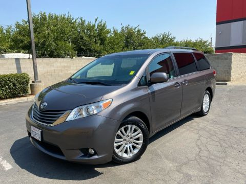 Pre-Owned 2013 Toyota Sienna XLE Minivan 4D