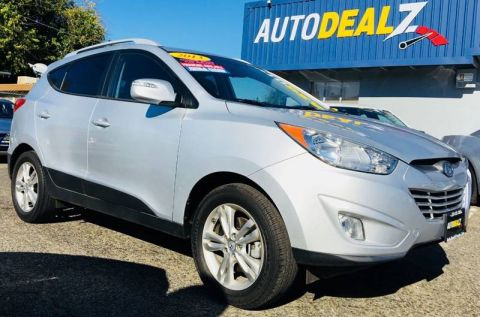 Pre-Owned 2013 Hyundai Tucson GLS Sport Utility 4D Front Wheel Drive SUV